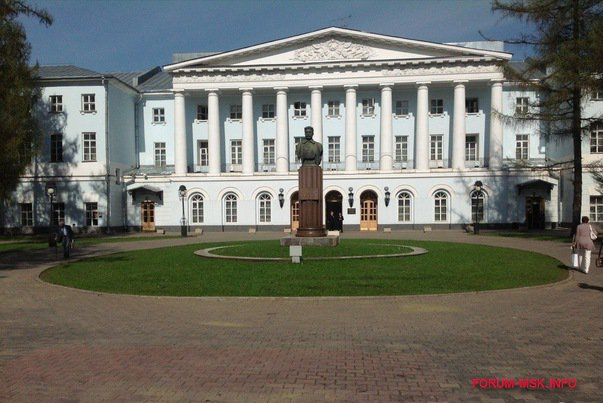 ekaterininskiy-dvorets-moskva.jpg