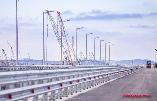 machty-osveshenija-krymskogo-mosta.jpg