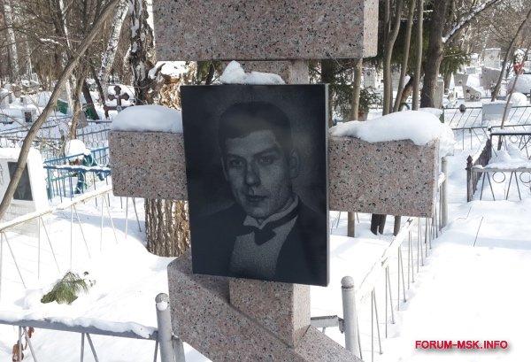 mogila-oleg-nelyubim-kurganskaya-opg.jpg