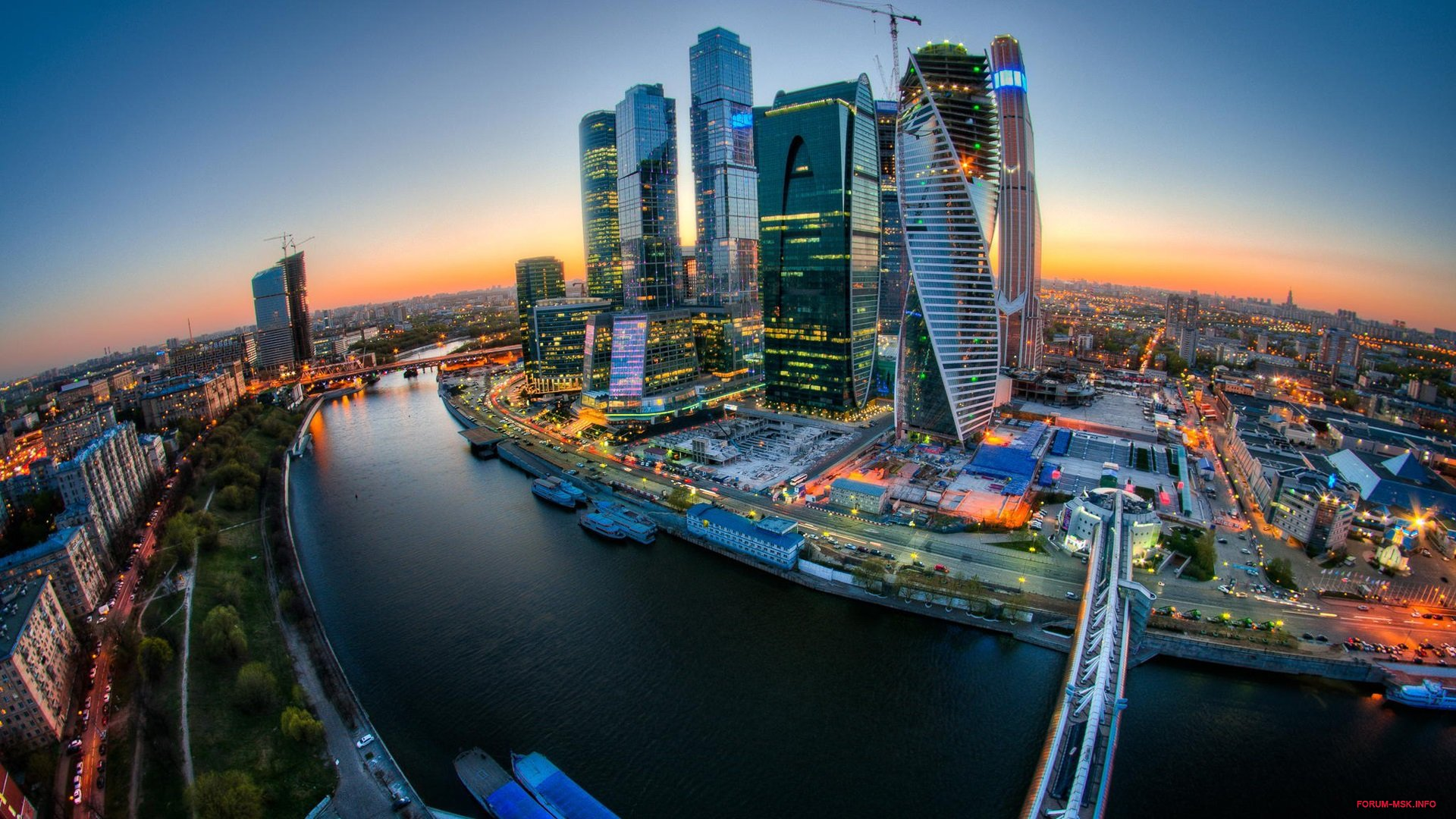 Moscow-City-river-bridge-sunset-buildings-lights_1920x1080.jpg