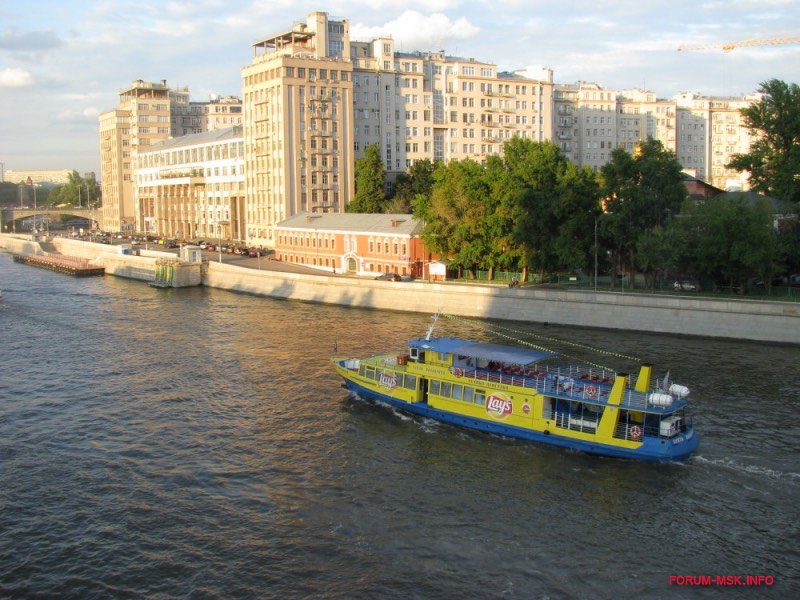rechnye-progulki-po-moskve-reke-5.jpg