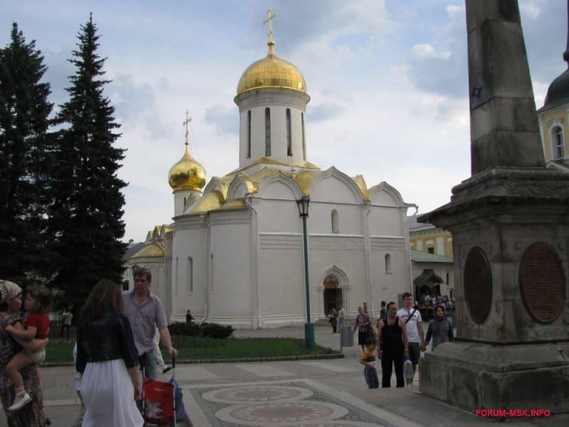svjato-troiskaja-sergieva-lavra-3.jpg